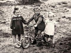Manfred mit seinem ersten Fahrrad :-)