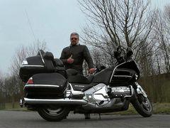 ... auch das dicke Bike möchte bewegt werden. :-)
